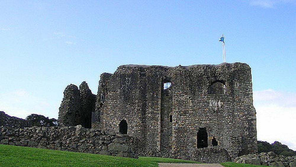 Dundonald-Castle-_-Photo-credit-ghostofgoldwater-via-Foter.com-CC-BY-NC-ND.jpg